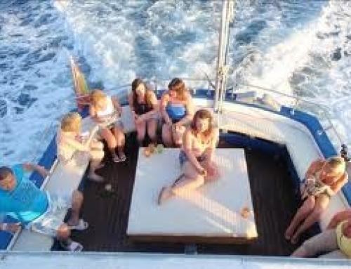 Paseo en barco a motor